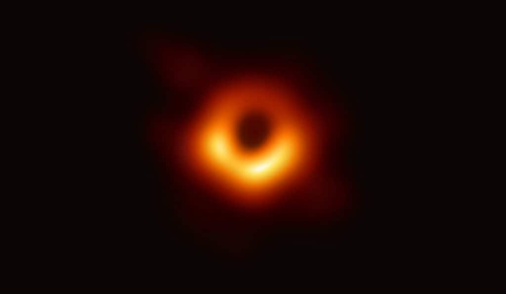 Photographing a Black Hole – or How to Turn Petabytes of Data Into a 100kB Picture